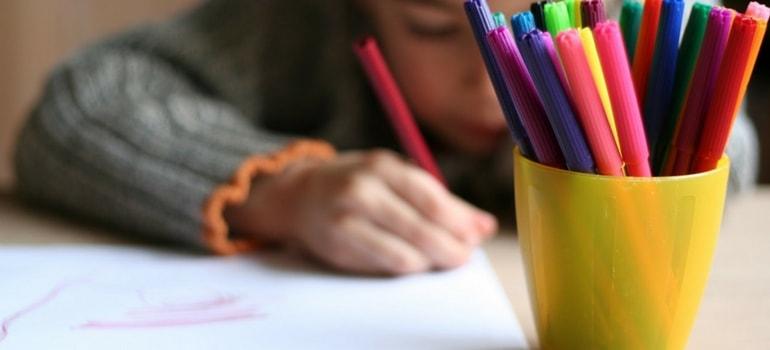 Brincadeira de Desenhar, Colorir e Escrever