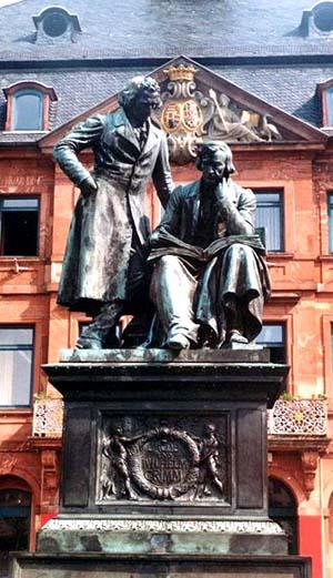 Monumento aos irmãos Grimm em Hanau