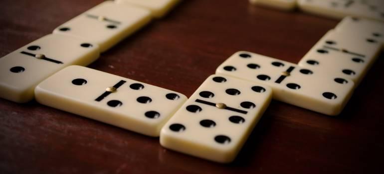 como jogar dominó