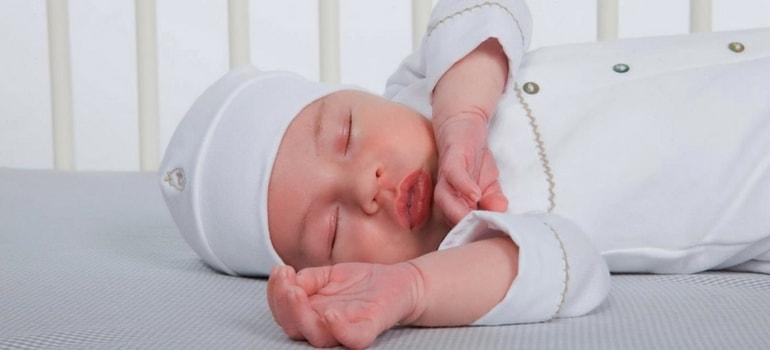 primeira roupa do bebê - Preparação do enxoval do bebê: quando começar e dicas úteis