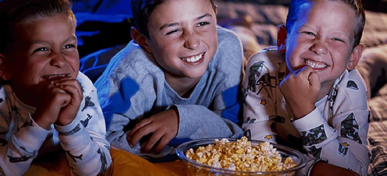 cinema em casa para festa do pijama
