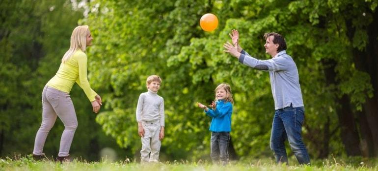 brincadeiras para todos min - Ideias de brincadeiras com bola para crianças de todas as idades