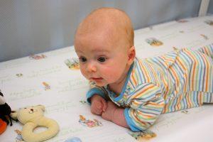 Mês 2 – Top 10 Atividades sensoriais para bebê 2 meses7