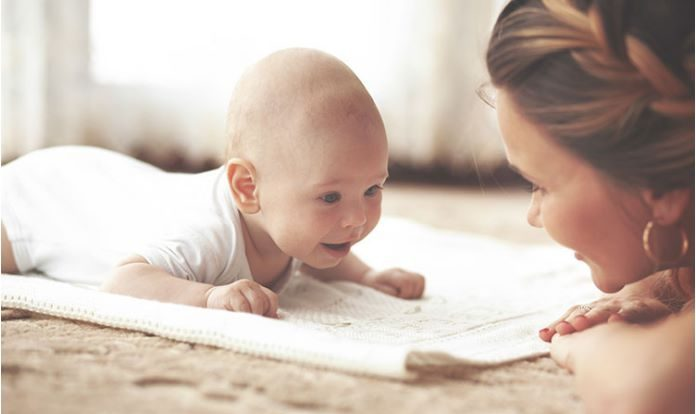 Recem-nascido-importantancia deitar barriga baixo-capa