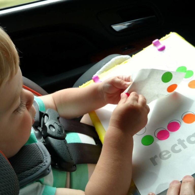 atividades carro autocolantes - 10 Brincadeiras e atividades para fazer no carro