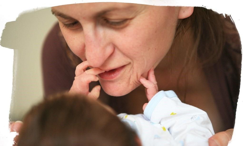 face com face - Top 10 atividades sensoriais para o seu recém-nascido