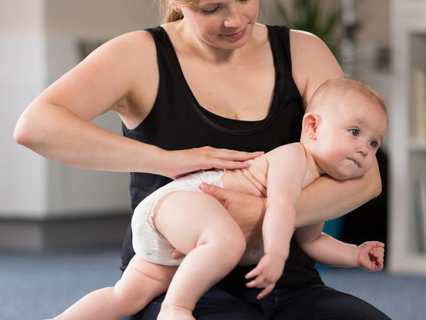 como massajar bebe fotos6