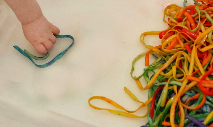 Macarrao colorido3 - Macarrão colorido para atividade sensorial