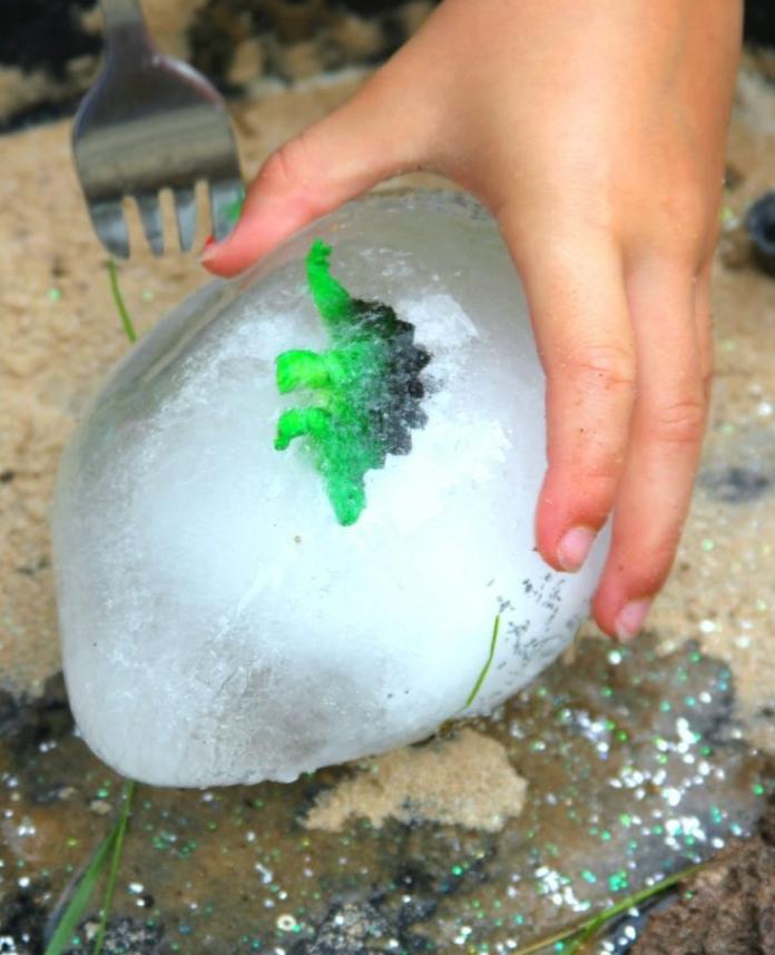 ovos de dinossauro congelados3 - Ovos de Dinossauro Congelados - Jogo Sensorial